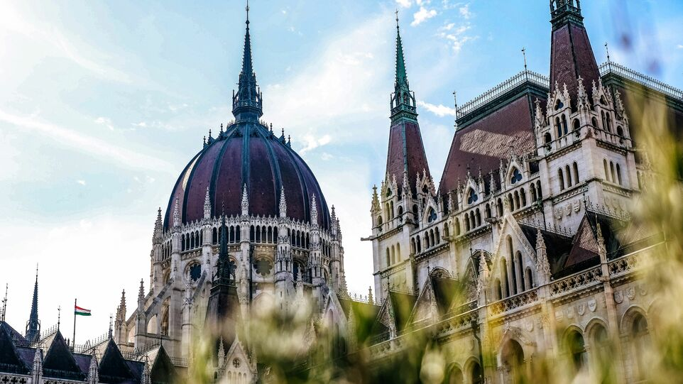 The picture shows the Hungarian Parliament Building in Budapest.
